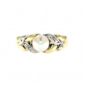 English Pearl Ring (Pre-Owned)