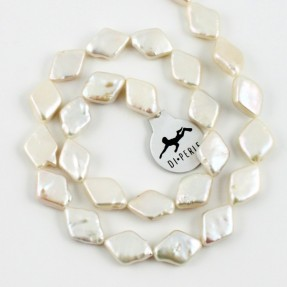 Coin Rhombe White Pearl String